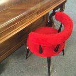 chaise moumoute rouge pied compas bergerac