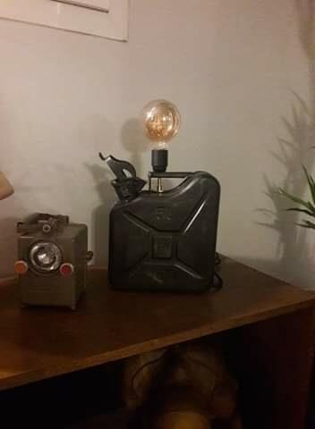 lampe indus réalisée à partir d'un jerrican US