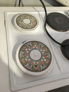 cache plaque electrique ronde vintage motif géométrique St macaire partage sans frontières