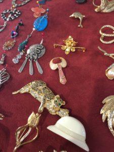 bijoux à chiner friperie st macaire Partage sans frontières 33