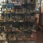 vitrine collection fiole et boite pharmacie bordeaux entrepot St Germain