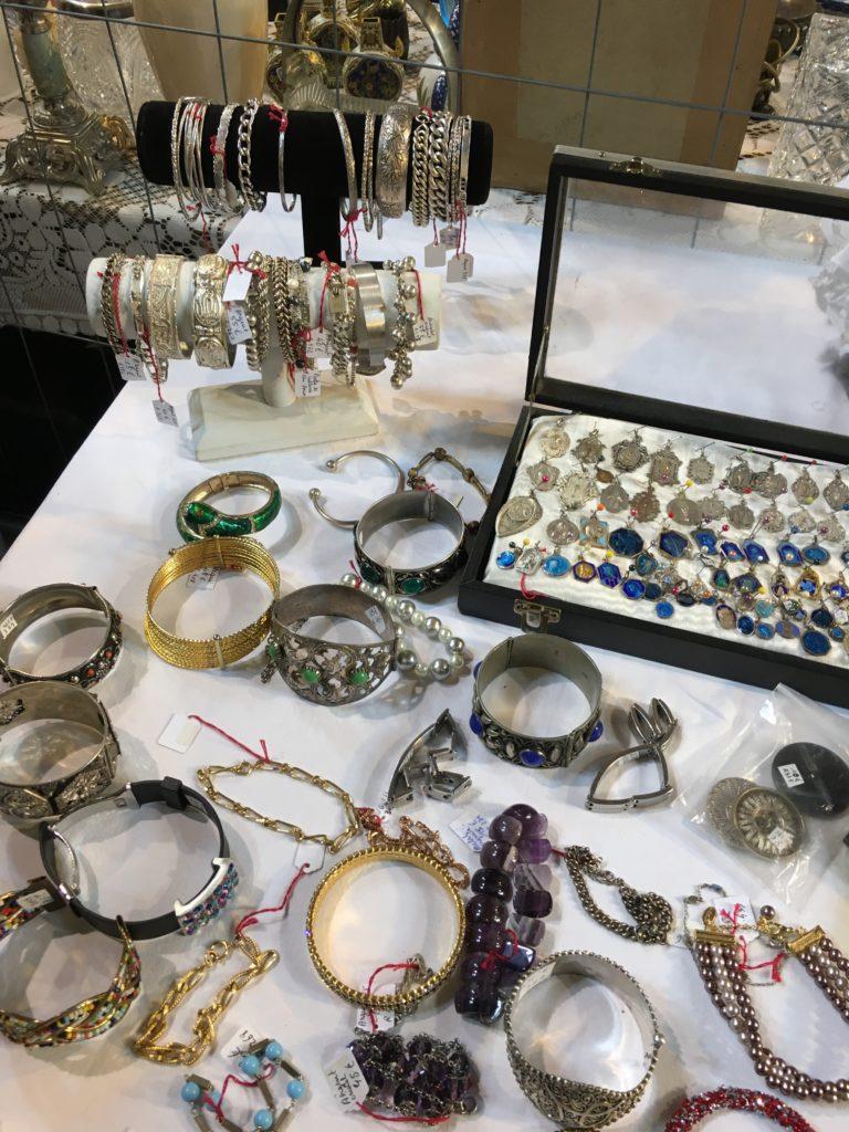 bijoux anciens stand evenement libourne brocante