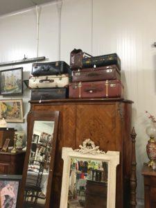 le coin des valises vintage chez JAC brocante Bouliac