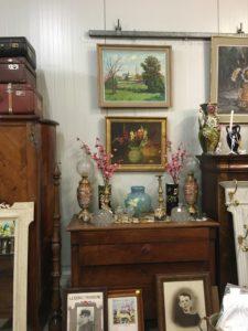Bibelots et jolies peintures chez JAC Brocante à Bouliac près de Bordeaux