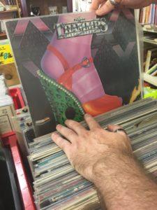 Le coin des collectionneurs de vinyls à Bouliac chez JAC Brocante
