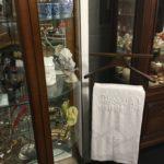 village antiquité brocante Rauzan vitrine brocanteur