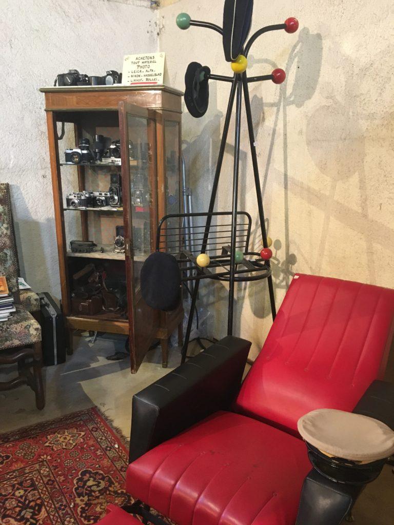 evenement brocante Libourne fauteuil vintage skai rouge et noir