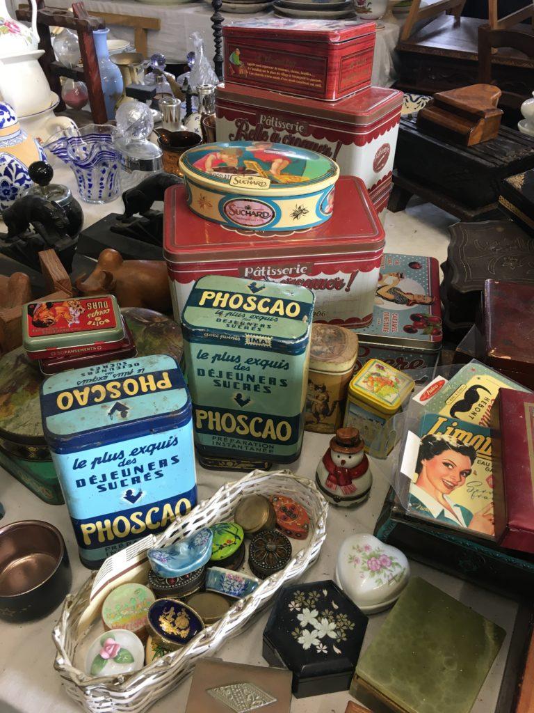 brocante andernos collection de boites à biscuits vintage
