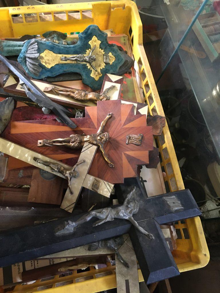brocante andernos les bains croix et crucifix vintage