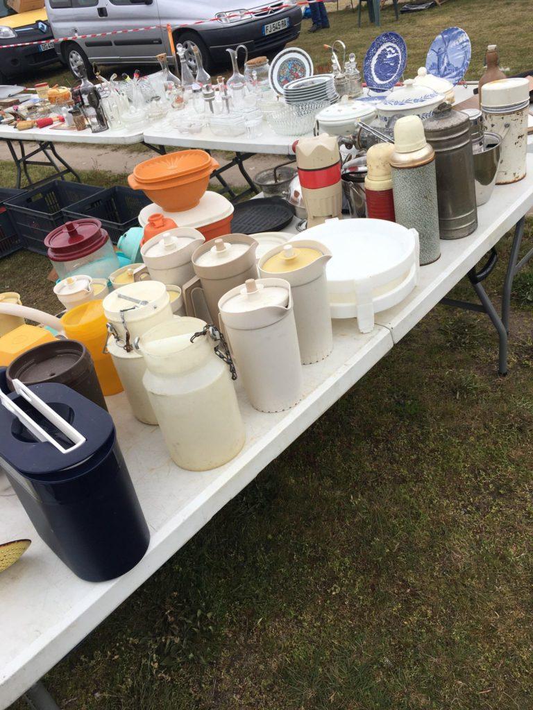Vide grenier Libourne à Gifi pot à lait plastique