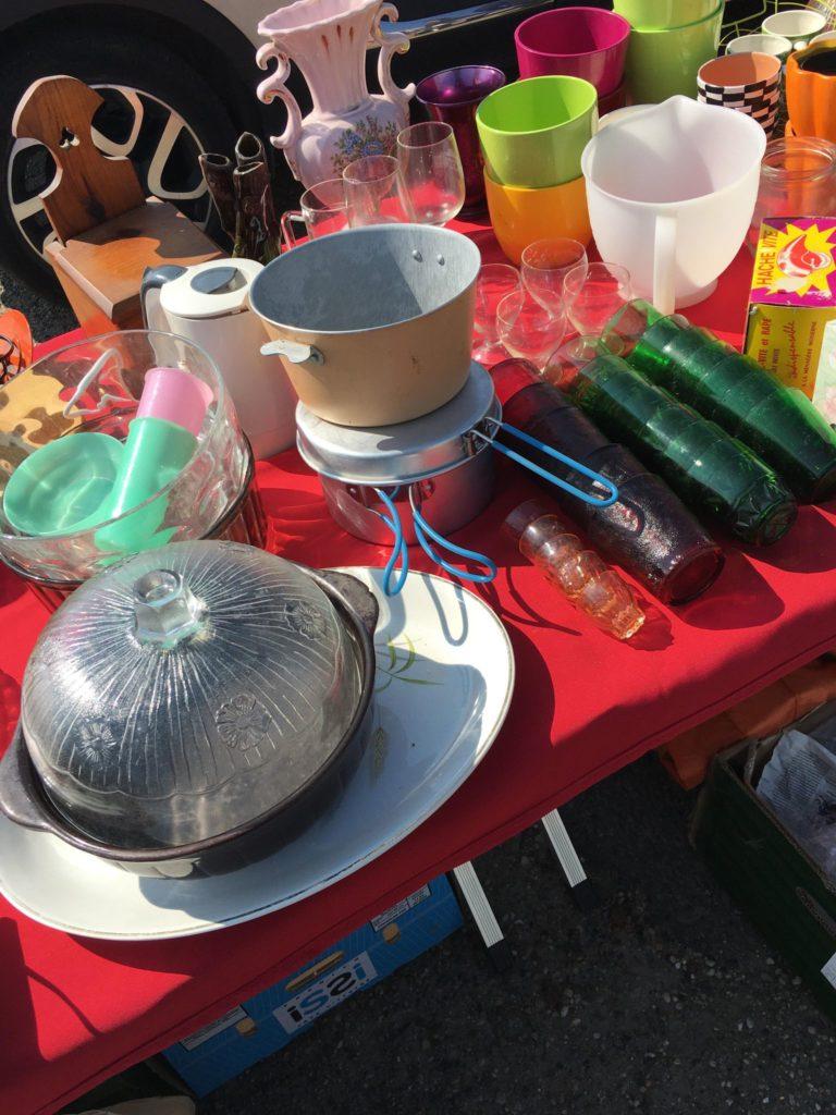 stand vaisselle Vide grenier Libourne à Gifi