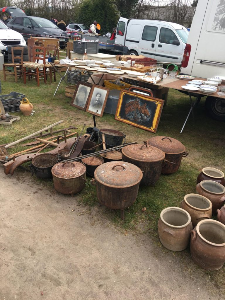 Vide grenier Libourne à Gifi pots et ferronerie